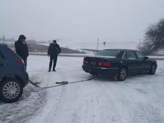 Між Нововолинськом та Володимиром з кювету дістали легковик