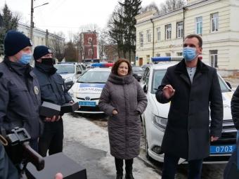 Поліцейським Володимира передали бодікамери