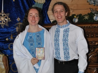 У храмі Віри, Надії, Любові та матері їхньої Софії Керен і Роман після обряду хрещення.