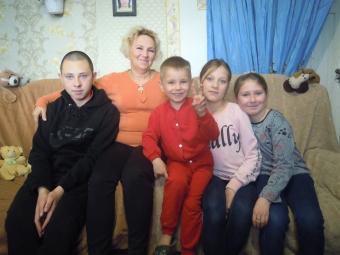 Чотирма внуками, які залишилися без батьків, опікується бабуся з Володимирівки