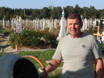 Родичі померлих творять історію встановленням пам'ятників не тільки для родини, але і для держави та нації