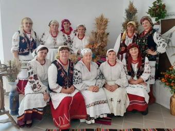 Галина Геріян (у другому ряді зліва) з очільницями будинків культури та клубів ОМТГ.
