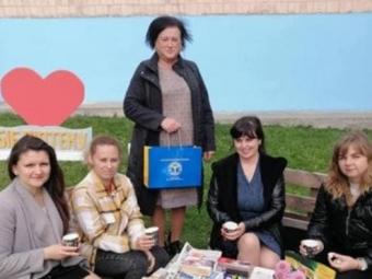 У Локачах пройшла вулична акція з книгами і чаєм