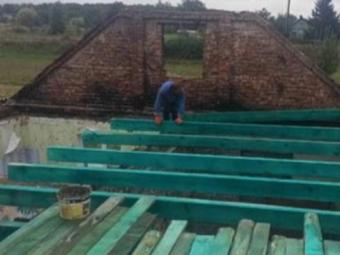 У Новій Лішні відновлюють будинок, який пошкоджено пожежею