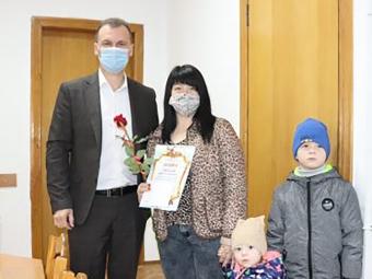 Привітали мам та вдів загиблих бійців, багатодітних матерів і членкинь «Союзу українок» із Днем матері