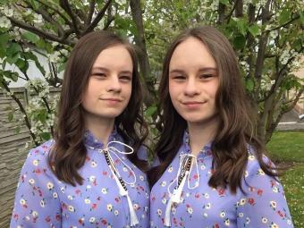 Юлія і Анна Акієви.